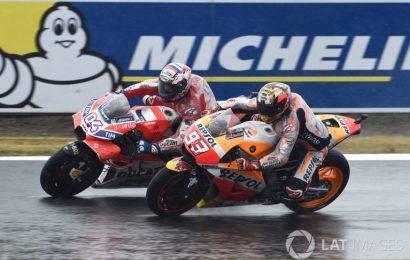 Motegi MotoGP: (มีคลิป) โดวิซิโอโซ่ เชือดรอบสุดท้าย เฉือนมาเกวสเข้าเส้นชัย