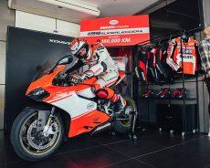 คันแรกของโลก Ducati 1199 Superleggera ซูเปอร์ไบค์สมรรถนะสุดล้ำราคา 4.09 ล้านบาท ใช้งานจริงวิ่งทะลุ 100,000 กม.!